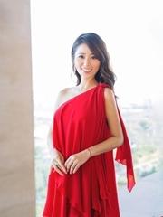 林心如红裙写真美艳 孕味十足仍似少女