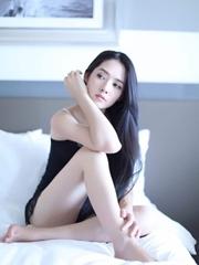 惊艳!郭碧婷慵懒卧床 性感魅惑秀长腿