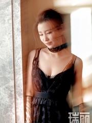 张萌曝时尚性感写真