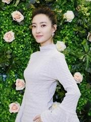 王丽坤直播清新秀美肌 自曝是化妆小白
