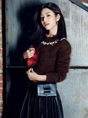 陈妍希拍写真甜美妩媚 被爱滋润气色好