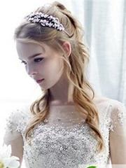 优雅化身的气质新娘女生