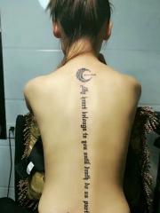 脊椎部时尚好看的英文纹身图案