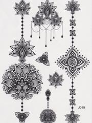 一张漂亮的装饰风格花卉纹身图片手稿