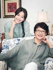 马思纯与母亲 温馨甜蜜写真