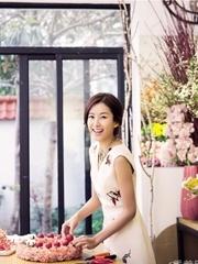 张子萱暖心写真 甜美靓丽闪耀圣诞