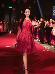 迪丽热巴美艳透视红裙图片
