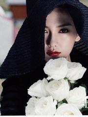 Angelababy唯美白玫瑰杂志封面写真