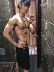 健身锻练李佳琪肌肉图片