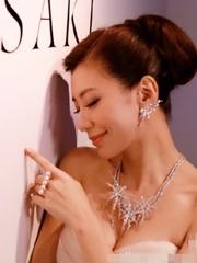 最美孕婦賈靜雯裸美背圖片