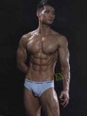 肌肉帅哥古铜色肌肤