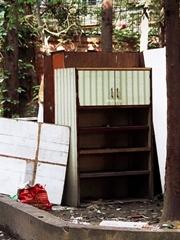 被丢掉的家具