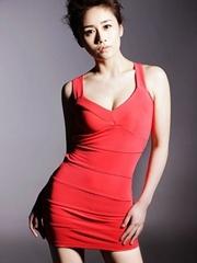 美女演員劉蕓紅色性感裙寫真