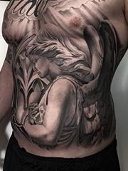 巨大的黑灰色满胸纹身图案大全来自纹身师格雷格