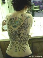 美女背部狂妄雄鹰纹身图片