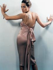 性感明星安吉丽娜朱莉手臂和背部的刺青