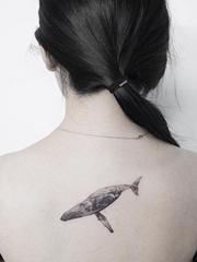 黑色的细致逼真的现实主义小图案纹身
