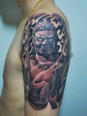 男性手臂不动明王纹身图案