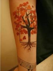 手臂好看的枫树音符纹身图案