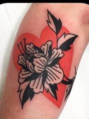 适合女性的唯美中国风花卉纹身来自利昂尼纽
