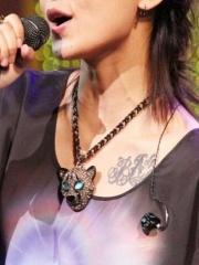 明星周笔畅胸部处漂亮的纹身