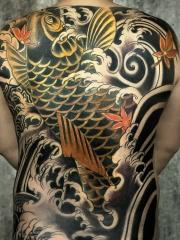 遮盖满背日式浪花枫叶大鲤鱼纹身图案