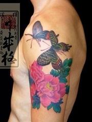蝴蝶牡丹纹身作品图案