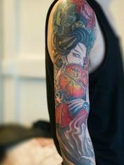 古典精致的彩色花臂牡丹花艺妓海浪纹身图案