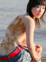 性感美女背部腾飞的凤凰纹身图片