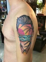 个性男孩手臂彩色人像风景纹身图案