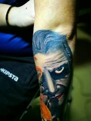 一款重口味手臂人像纹身图案
