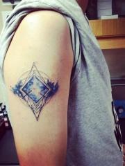 手臂几何图形唯美的蓝色星空彩绘纹身