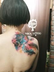 女生披肩星空捕梦网彩绘纹身