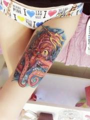 女生大腿八爪鱼卡通彩绘纹身