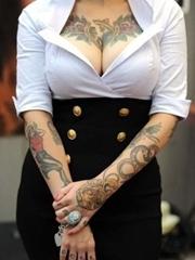 性感美女胸部好看图腾纹身图片