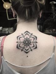 超完美黑色曼陀羅圖案紋身點刺技巧來自紋身師利迪婭