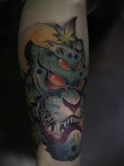 腿部野兽彩绘纹身图案