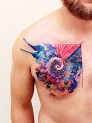 胸前漂亮的水彩风格纹身图案