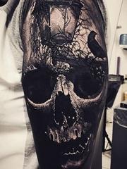 黑灰色现实风格恐怖的骷髅头纹身图案
