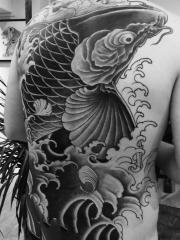 男士满背霸气大鲤鱼纹身
