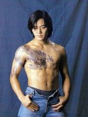 古惑仔陈浩南披肩龙纹身图片