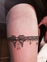 大腿一款时尚蕾丝蝴蝶结纹身图案