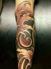 包小腿海浪纹身图案个性十足