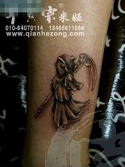 腿部一张比较Q的死神纹身图案