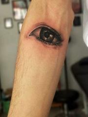 手臂上3d眼球纹身图案