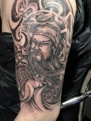 帅气的大臂传统关公纹身图案