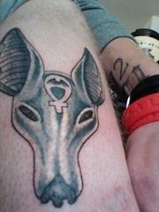 腿上的Anubis阿努比斯神紋身圖片