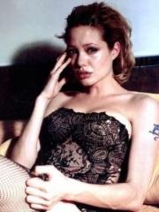 性感女神安吉丽娜朱莉手臂龙纹身图片