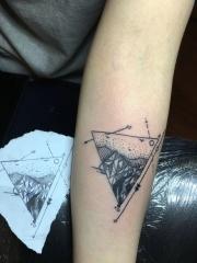 新时尚手臂个性几何箭头纹身小图案