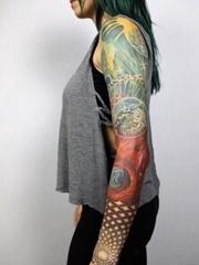 女性时髦花臂纹身星球小宇宙纹身几何图片